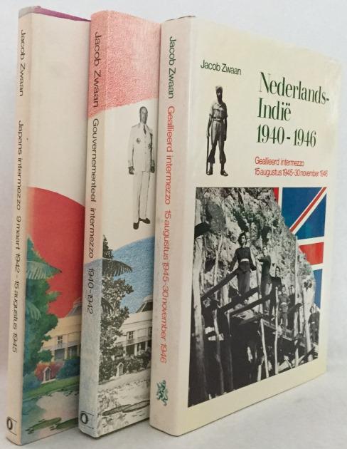 Zwaan, Jacob, - Nederlands-Indië 1940-1946: I. Gouvernementeel intermezzo 1940-1942/ II. Japans intermezzo 9 maart 1942-15 augustus 1945/ III. Geallieerd intermezzo, 15 augustus 1945-30 november 1946. [3 delen/vols.]